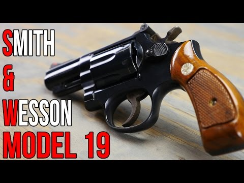 Smith & Wesson Model 19 Snub Nose Revolver - YouTube