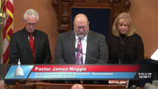 Sen. Booher welcomes Pastor Noggle to deliver the invocation at the Michigan Senate