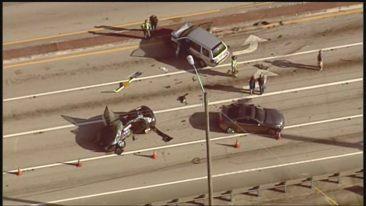 Fatal crash closes intersection in suburban Delray Beach - YouTube