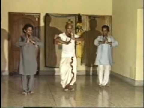 Guru Kelucharan Mohapatra teaches pallavi 1984