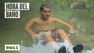 Wild Frank se hace amigo de un curioso jabalí en una charca en Brasil