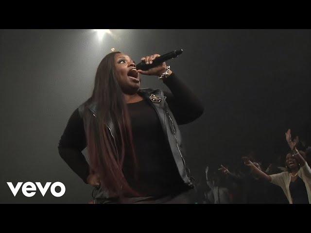 Tasha Cobbs: Put A Praise On It (Live) featuring Kierra Sheard
