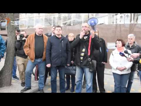 Одесситы забросали яйцами консульство России