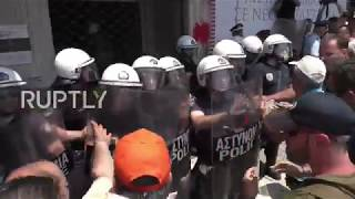 Greece: Police clash with protesting municipal workers in Athens