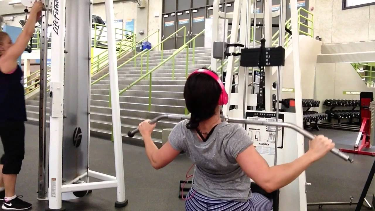 Randi Kennedy Fitness - Proper Form on Wide Grip Lat Pulldown ...