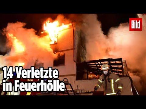 Großbrand im Wohnhaus: Menschen springen aus dem Fenster   Baden Württemberg