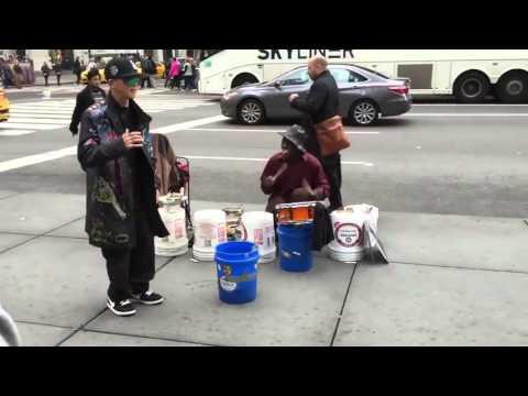 Видео: Уличный танцор в Нью-Йорке США