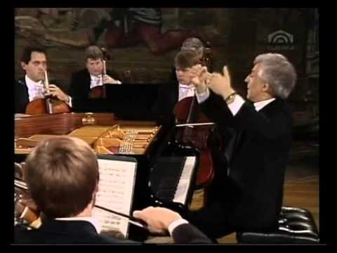 Mozart, Piano Concert Nr. 12 A-Dur KV 414 - Vladimir Ashkenazy