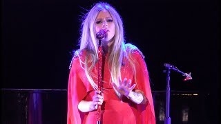 Скачать Avril Lavigne I M With You Live Fox Theater Oakland CA Sept 17 2019 4K UHD