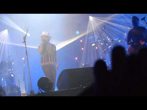 BRUNO MARS (Live in Dubai) - Moonshine & Natalie