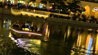 DUBAI MALL BOAT IN FOUNTAIN SHOW WATER 10 April 2013 UAE video taken by Sony Cyber shot DSC HX200V