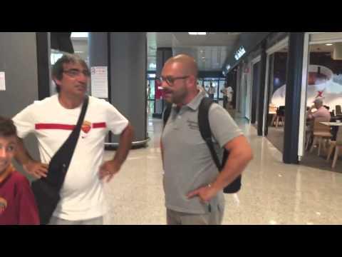 Navijači Rome čekaju Edina Džeku na aerodromu u Rimu