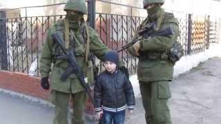 Вежливые люди и БТРы за день до Референдума в Крыму.