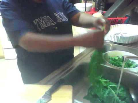 HOW TO CLEAN COLLARD GREENS