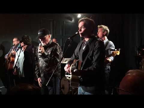 """Kiss Me Baby"" - Mike Love, John Stamos and The Beach Boys, live 11/20/17"