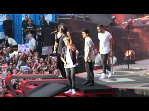 One Direction - Through The Dark, Happily & Little Things (WWA Dusseldorf, 02/07/2014)