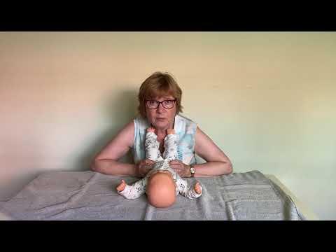 Instructievideo bij een baby met de neiging tot veel strekken en een afplatting middenachter IMG8897