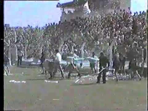 Las inéditas imágenes del Trinche Carlovich jugando al fútbol