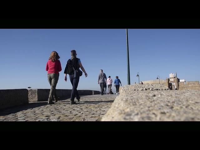 Paseo por la playa de La Caleta (Cadiz)