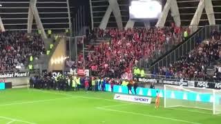 Astaga!Tribun penonton roboh saat merayakan gol kl