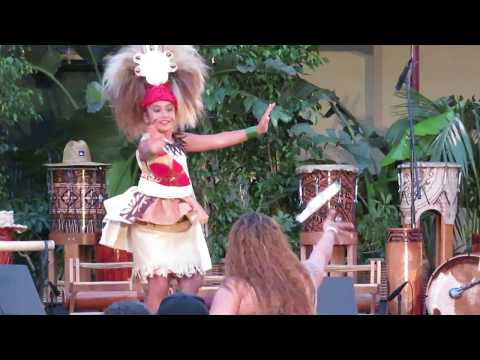 Polynesia Dance, girls rising funds in festival 2016.