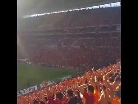 Galatasaray Tribünü ultraslan 3'lü Show