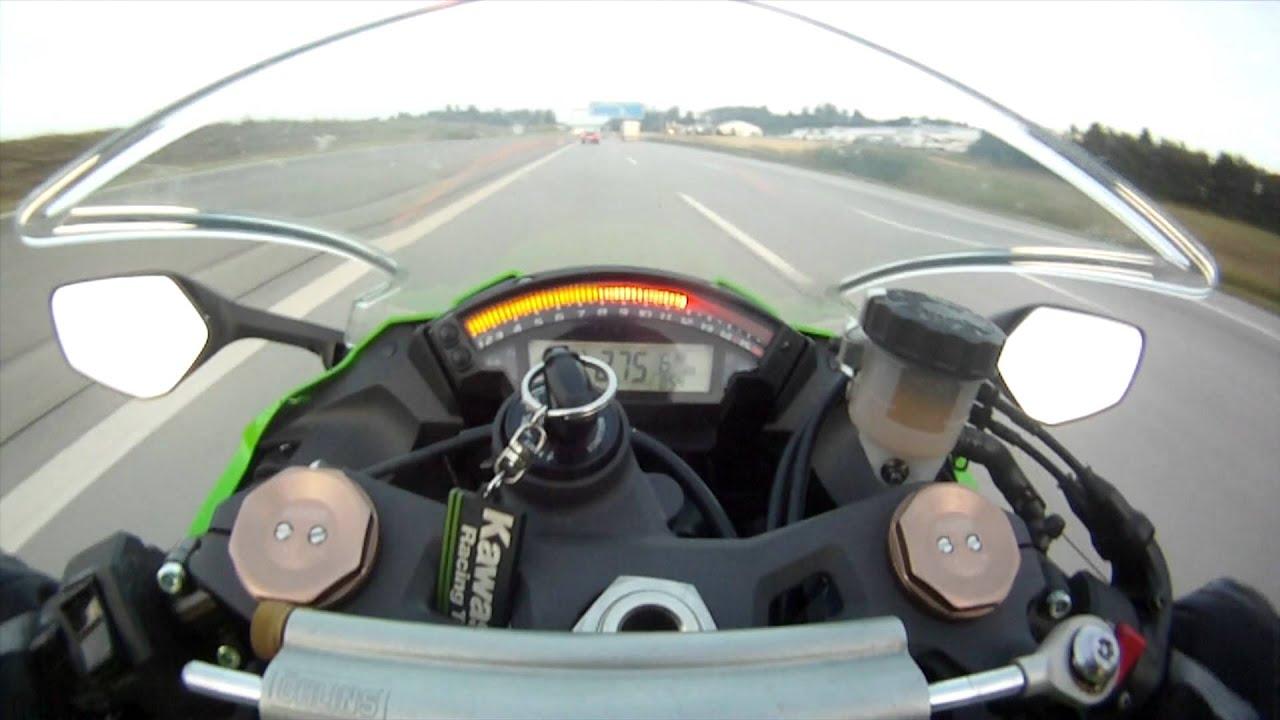 Il roule à 300km/h quand soudain…