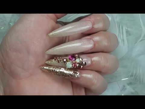 Uñas nude efecto azucar Rose gold doble vista Long stileto thumbnail