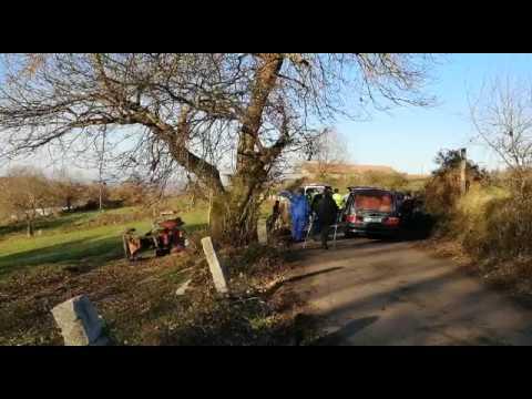 Mueren dos hermanos al volcar su tractor en Lalín
