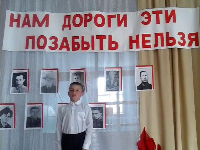 Изображение предпросмотра прочтения – МаринаБондарович читает произведение «Майор привез мальчишку на лафете...» К.М.Симонова