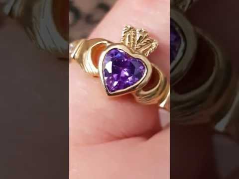 Faux Ametyst 9kt Gold Claddagh Ring