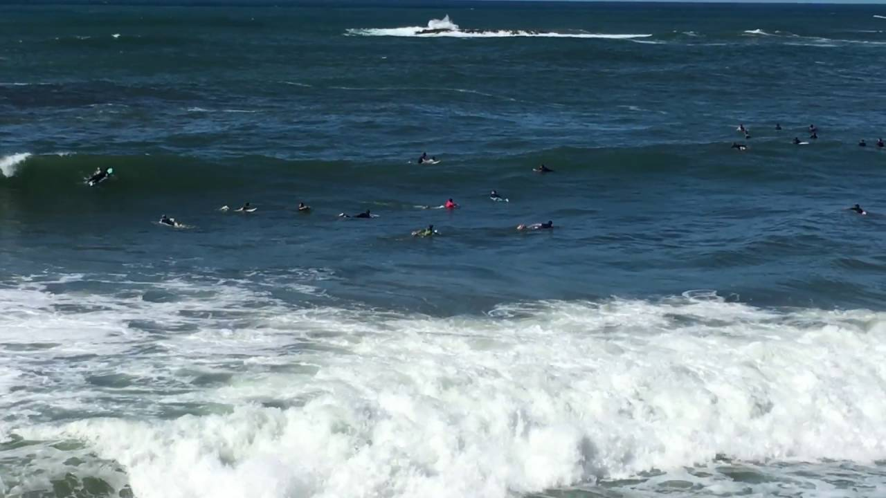 Surf en la playa de Biarritz (Francia) - YouTube