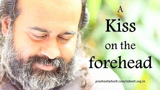 Acharya Prashant on a Sufi story narrated by Osho: Master kissed on the forehead