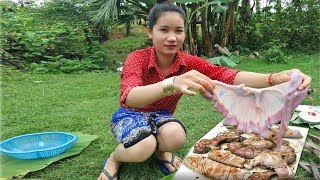 Yummy cooking Pig intestine recipe Eating Delicious | Natural Life