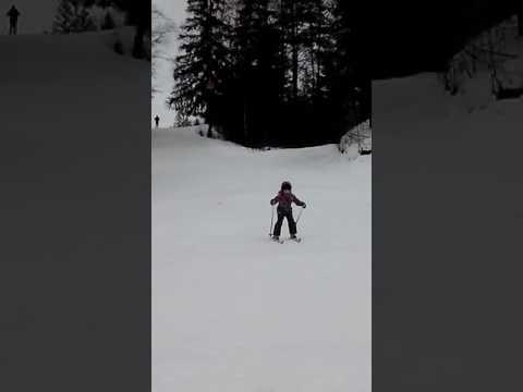 первый раз на лыжах на горках