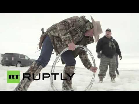 USA: Oregon militia tears down US federal government agency fence