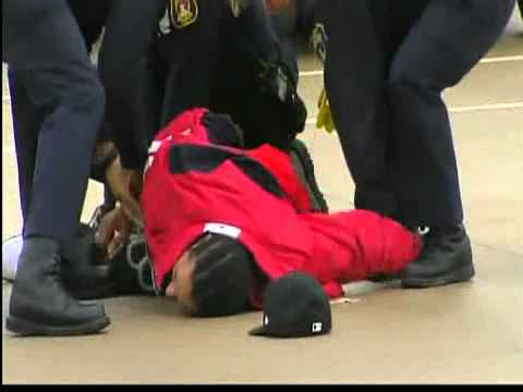 Pontiac Police use Taser on man running through traffic and resisting arrest