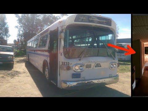 Se compró esta chatarra de bus. 3 años después...