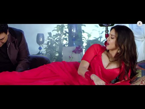 Sunny Leone Red Hot in Red Saree - Huge...
