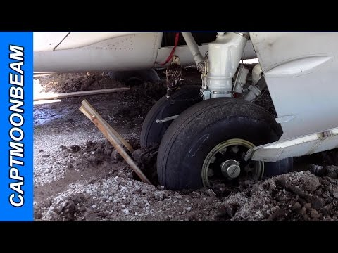 Stuck in Mud, FedEx Boeing 727 at St. Louis Downtown Airport