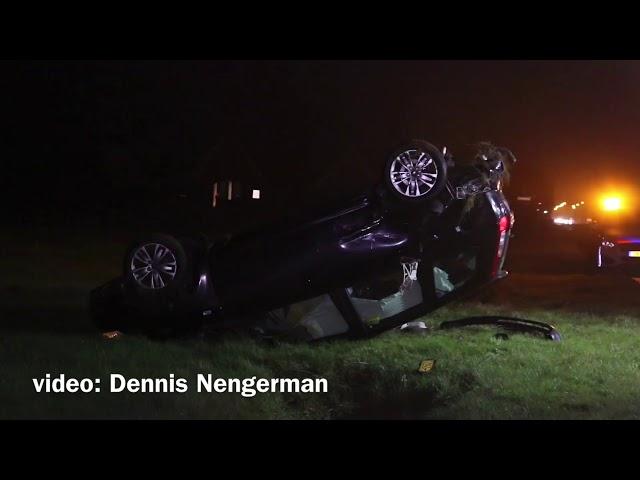 Auto in Albergen belandt op de kop in Weiland na ongeval