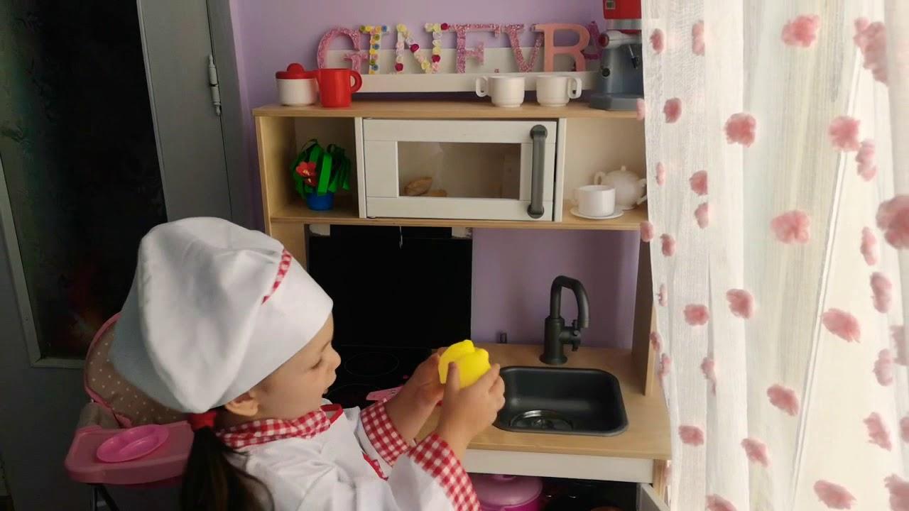 Ginny Piccola Chef Preparo La Pappa Per Nenuco Con La Cucina Giocattolo Ikea Youtube