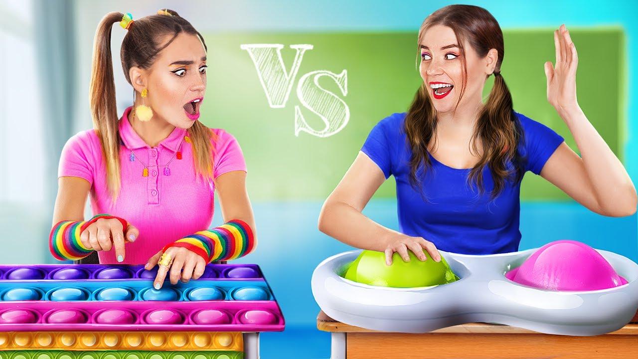 Simple Dimple vs Pop It в колледже! Что круче?