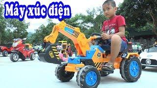 Bé Dương lái máy xúc, ô tô, xe máy điện đồ chơi, Kênh Em Bé ♥