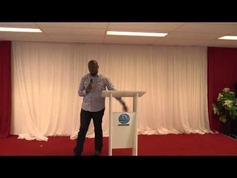 Douglas Kiongeka - Une jeunesse en crise d'identité !