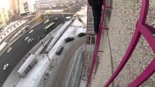 По решётке на 10 этаж, оторваные парни