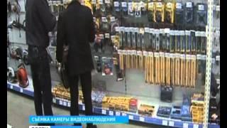 Кража попала в объектив камеры . До двух лет лишения свободы грозит мужчине за краденный дальномер