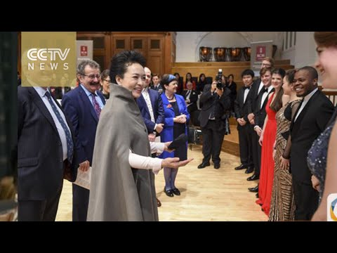 Peng Liyuan visits London