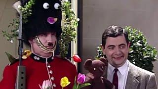 Mr Bean – Decorating the Guard