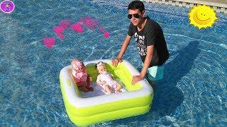 Bruno cuida a las bebés REBORN en la piscina 😎 Bruno se broncea - Los Juguetes de JJ en familia